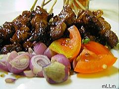 Sate, tomat, bawang dan cabe rawit