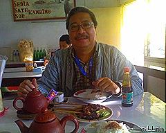 sate dan teh poci ... nikmatnya