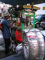 pulang beli ban mampir dulu di kios Mang Enda