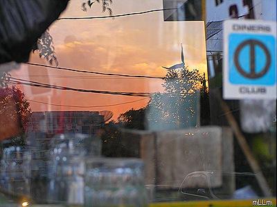 langit senja di kaca Mang Enda
