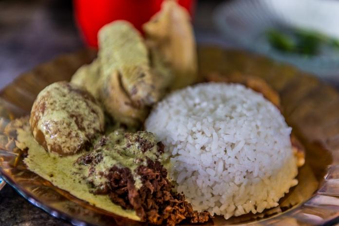 Nasi putih menemani Gudeg Manggar