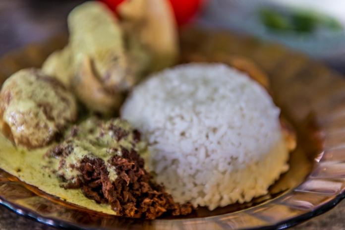 Gudeg Manggar, Ayam, Telor