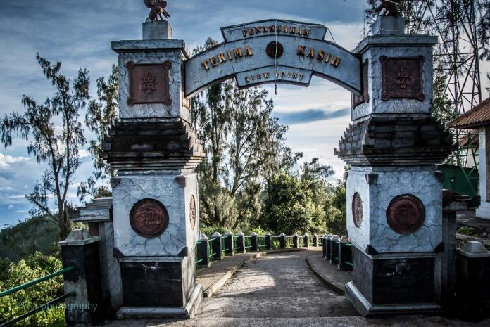 Gerbang atas