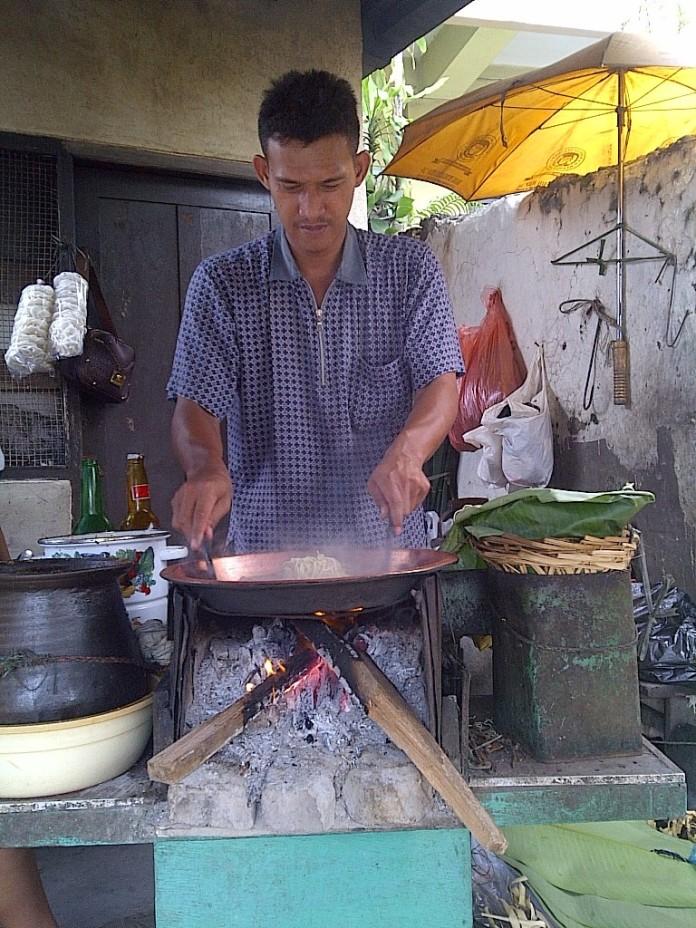 Toge Goreng Mak Epon, dibuat oleh juniornya