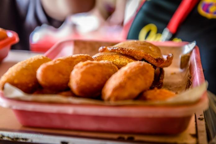 Roti Goreng Pisang dan Kue Cucur Bu Atmo